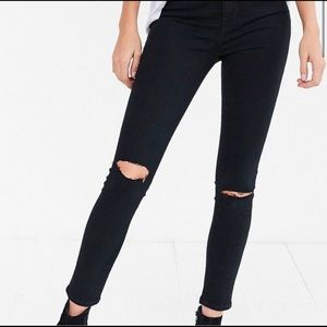 UO BDG Twig High Rise Distressed Jeans size 25